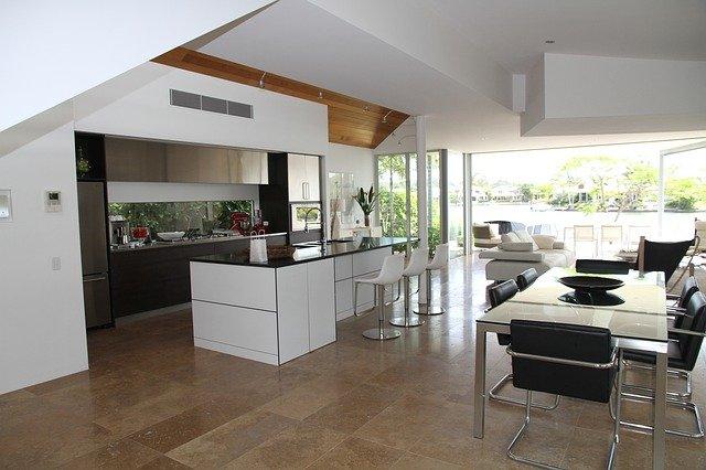 krásná prostorná kuchyň