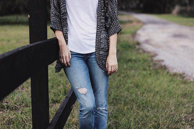 děravé džíny