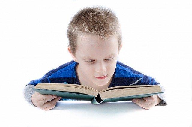 kluk čte