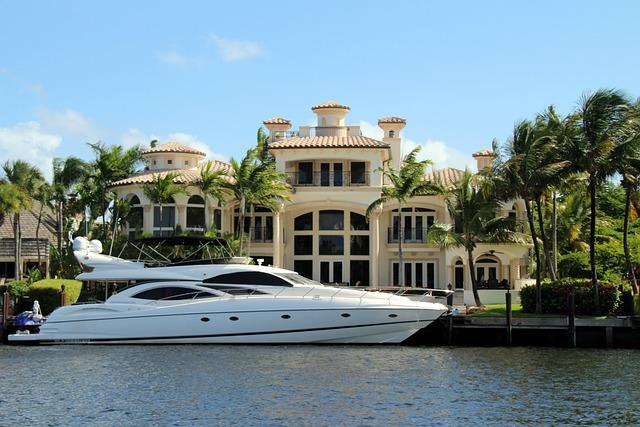 jachta před rezidencí