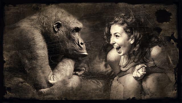 žena s opicí