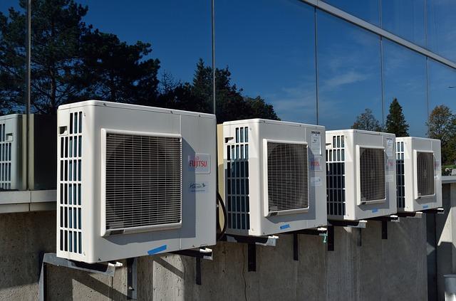 čtyři klimatizace