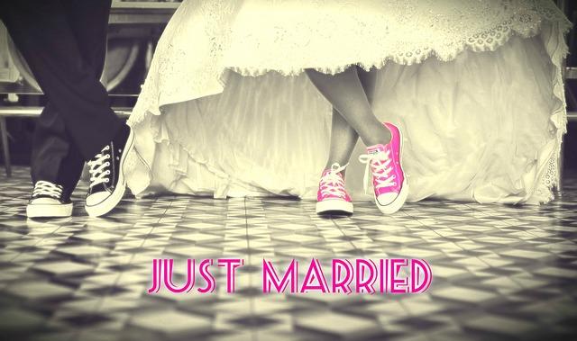 krátké svatevní šaty