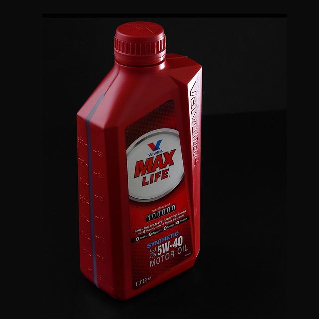 červená láhev – litrová motorového oleje
