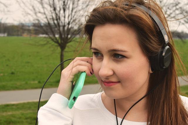 zelený kryt na mobilu zřejmě oblíbená značka