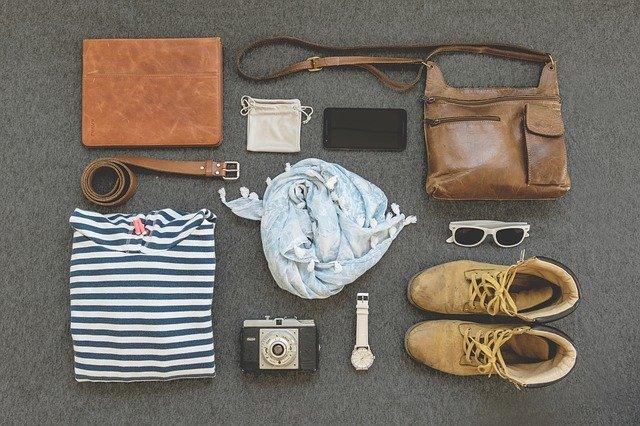 kožená kabelka s příslušenstvím
