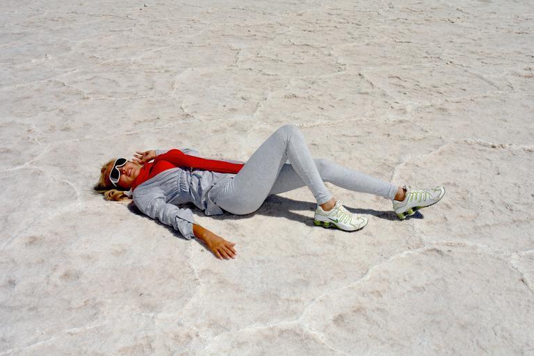 žena v písku